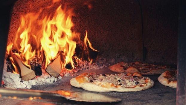 Kom gezellig dineren met een groep bij ZAAI Kweek & Eet en geniet van ons Foodtruck Festival voor bedrijfsfeest of teamuitje!