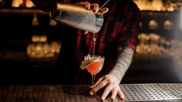 Kom gezellig naar ZAAI Kweek & Eet en geniet van onze cocktails voor bedrijfsfeest of teamuitje!