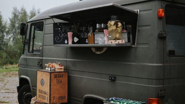 Een zomer foodtruck festival met legerambulance. Dat kan alleen bij ZAAi Kweek & Eet!